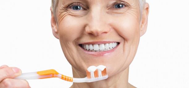 Уход за зубами после операции имплантации